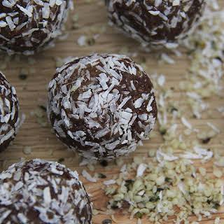 Raw Date Nut Balls Recipes.
