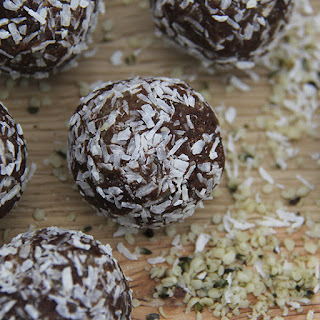 Raw Date Nut Balls Recipes.