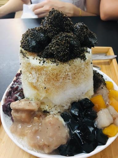 #麻糬燒冷冰 甜甜的芝麻麻糬很軟Q,芋泥也很香 配料豐富