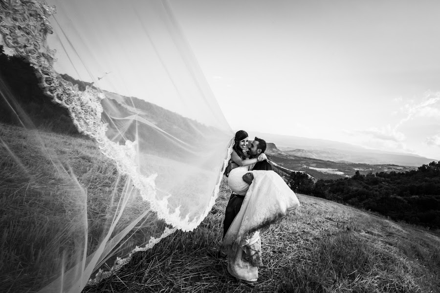 Wedding photographer Leonardo Scarriglia (leonardoscarrig). Photo of 01.02.2018