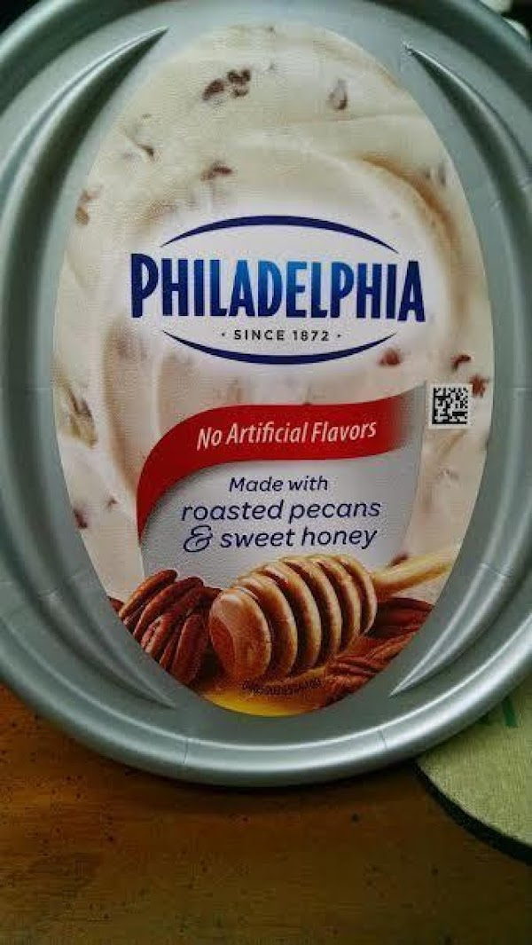 Dip each slice in the cream cheese spread and enjoy!