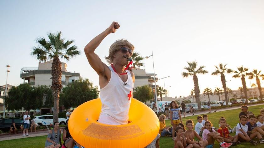 El socorrista Luis Alberto enseñará las playas de Almería.