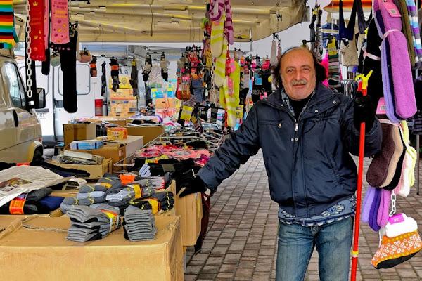 Il venditore di calzini di www.fioregiallophoto.it