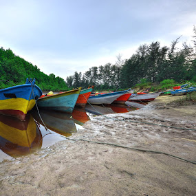 boat order by AbuIrfan Outdoorgraphy - Landscapes Caves & Formations ( walking, ocean, seaside, beach, people, sky, nature, woman, men, man, water, male, horizon, sea, leisure, adult, sunlight, young, holiday, vacation, red, female, outdoors, summer, view, natural, outside, go )
