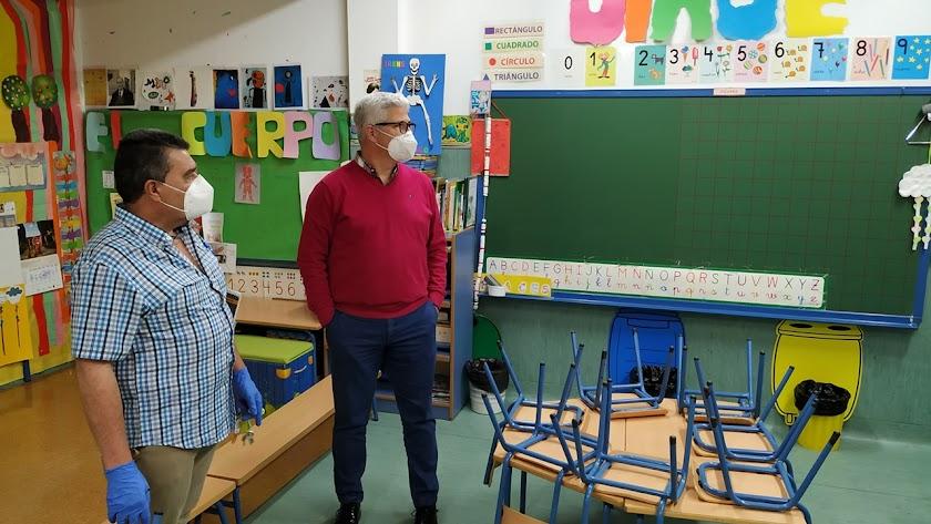 Visita a uno de los aulas del CEIP La Jarilla.