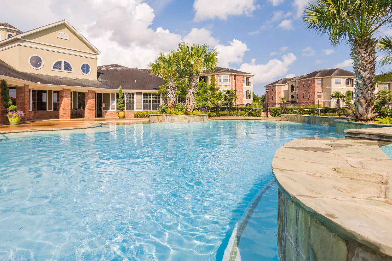 Reserve At Tranquility Lake Apartments In Pearland Texas