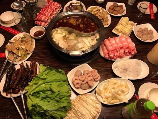 麻辣鍋好吃,滷雞腳必點,跟朋友聚餐的好地方