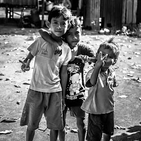 peace by Firdaus Haron - Black & White Portraits & People ( mabul island, peaceful, black and white, children, smile, photography, sabah,  )