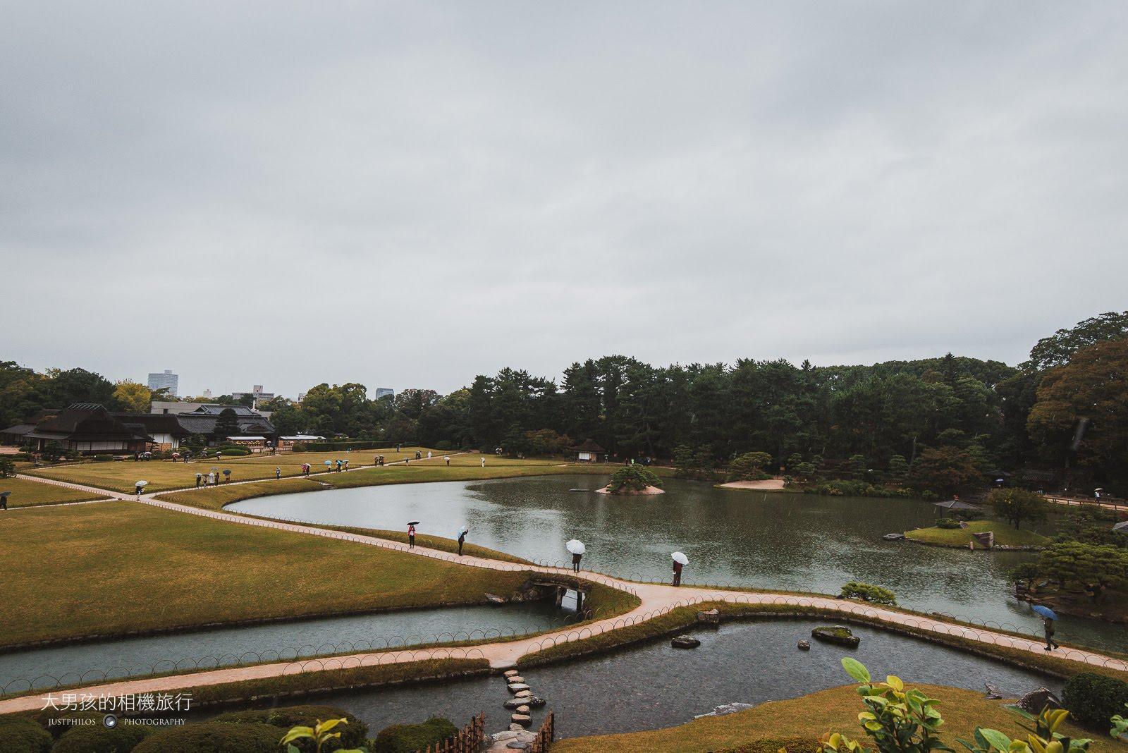 位於岡山城旁的「岡山後樂園」為日本三大名園之一,登上「唯心山」可一覽後樂園的景色。