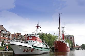 Photo: Museumsfeuerschiff und Rettungskreuzer im Ratsdelft Fotograf: Karl-Heinz Krämer
