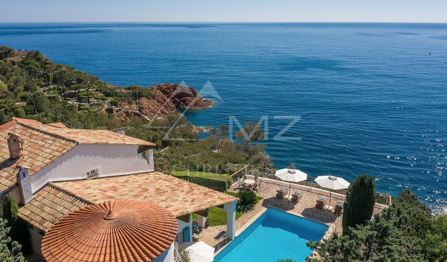 Villa with pool Antheor