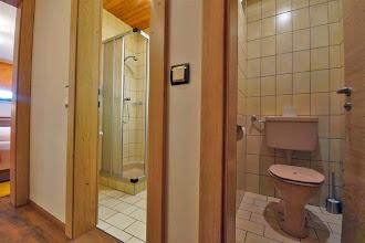 Photo: Dusche und WC getrennt