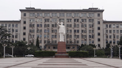 Photo: HUST South Gate entrance, Mao Zedoung statue