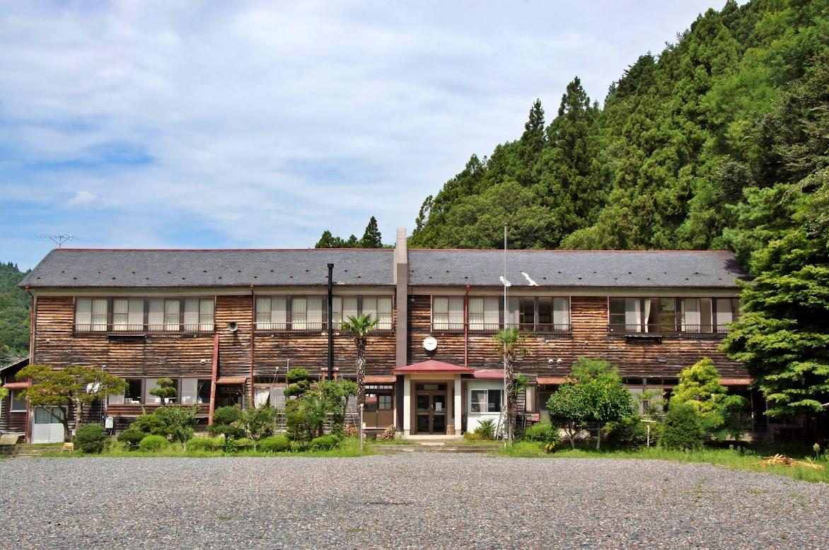 旧志津川町立林際小学校木造校舎(現・校舎の宿 さんさん館)
