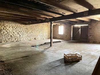 Maison 1 pièce 300 m2