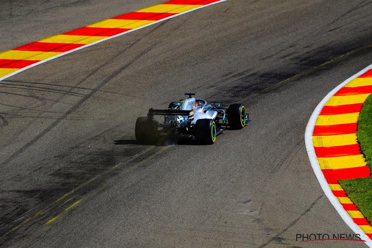 🎥 Zelfs de groten der aarde crashen wel eens: Hamilton uit de bocht op Spa-Francorchamps
