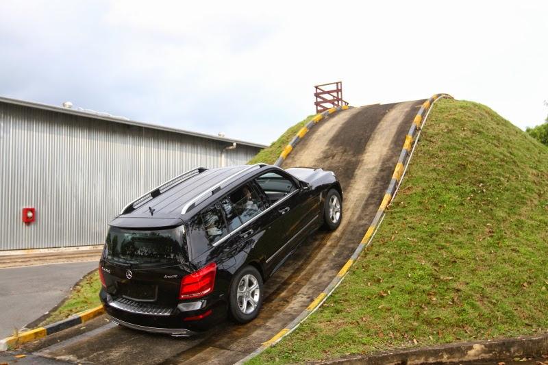 kinh nghiệm lái xe ô tô khi lên dốc