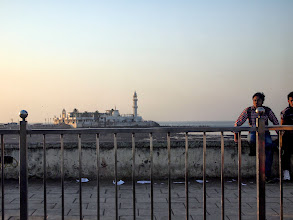 Photo: Haji Ali Dargah on the Arabian Sea off Mumbai from distance. Pilgrims must wait for low tide to make a visit to this beautiful and mysterious mosque. Last time I visited the Dargah was back in January 2002, and I want to visit again to enjoy Sufi music played on Fridays. 4th October updated (日本語はこちら☆) -http://jp.asksiddhi.in/daily_detail.php?id=321