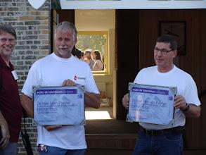Photo: Links Leen Priester en rechts Nico van Koerten met het certificaat erevriend van molen de Korenbloem