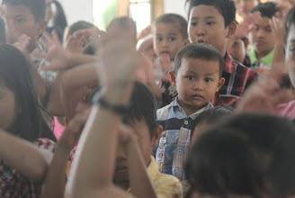 Photo: Vaikai bažnyčioje su kuriais Karolis žaidė futbolą tą rytą.  Kids in the church that Karolis was playing football with.