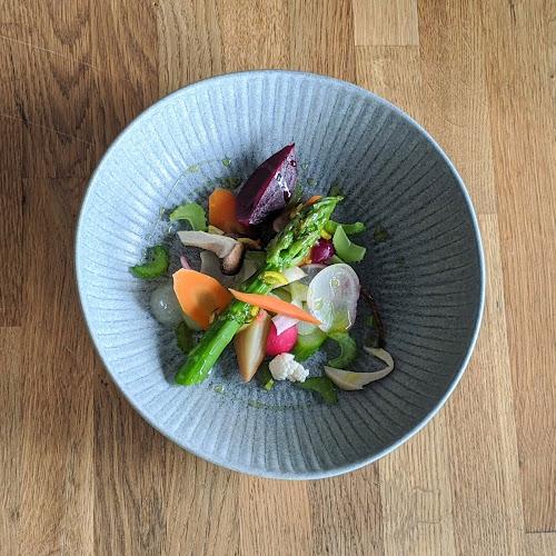 Salade printanière de légumes crus et cuits