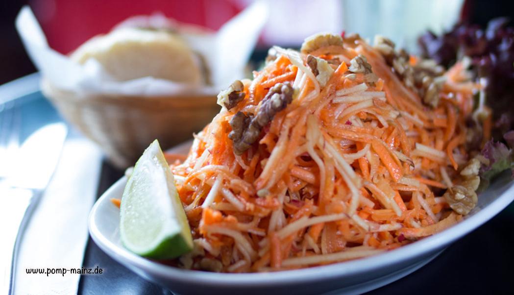 Photo: Karotten-Apfelsalat  mit Honig, Balsamico, Sonnenblumenkernen & Walnüssen