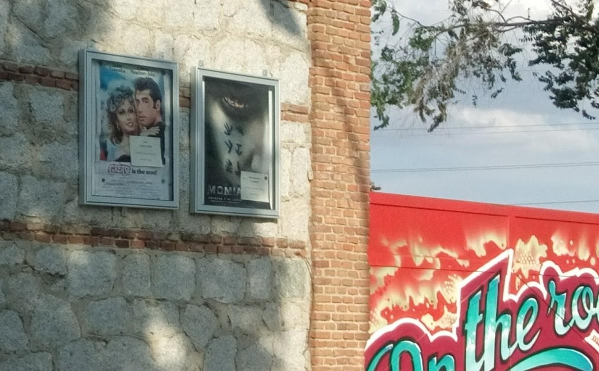 cartel película grease en autocines race madrid
