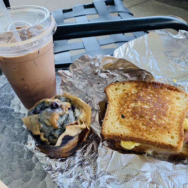 Great gf sandwiches! They also have gf muffins and cookies.