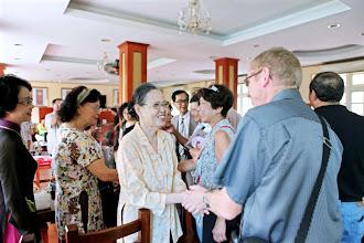 Photo: Mesdames Hoai An, Kim Dinh, Bao Chau ,et la famille de M.Nguyên Tu Hung.