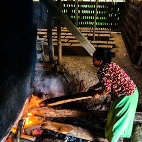 pembuat batu-bata by Arif Hari - Professional People Business People