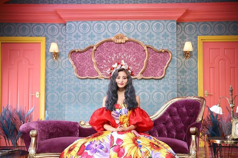 tzuyu gown 2
