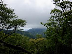 雲に覆われた烏帽子岳