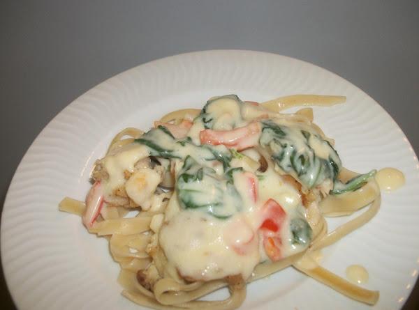 Garlic Chicken With Creamy Sauce & Spinach Recipe