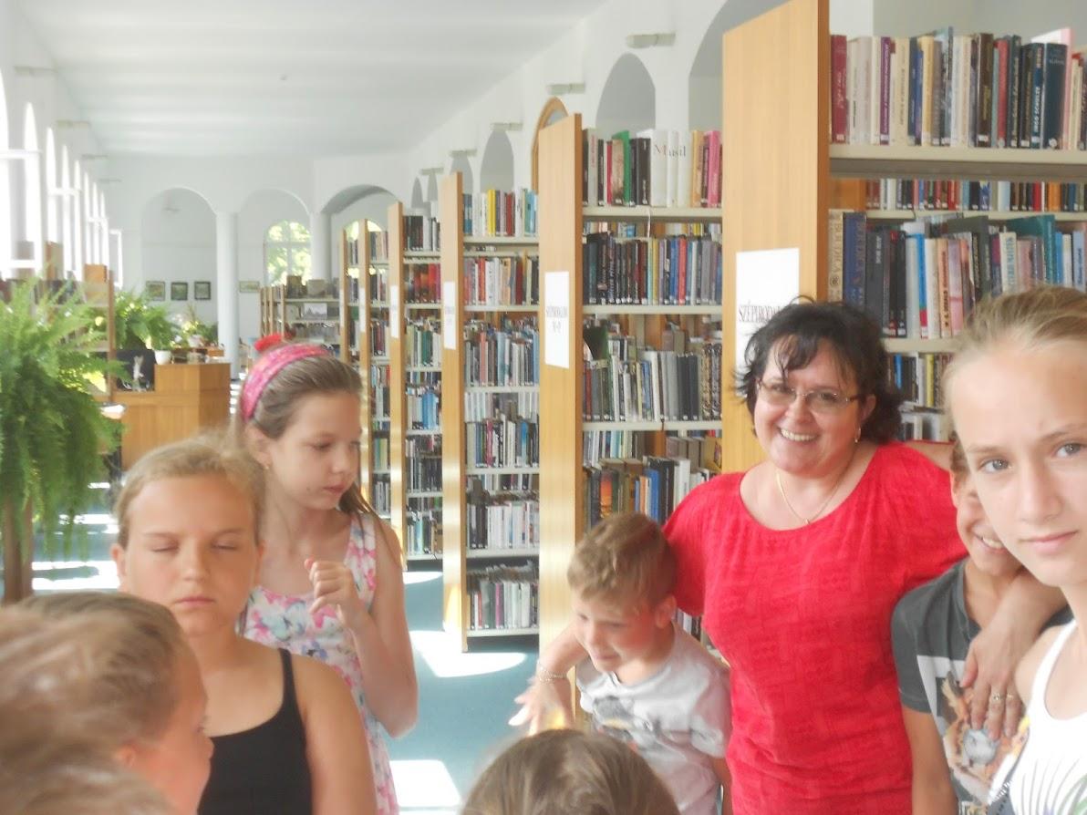 Balázs Ildikó gyerekekkel