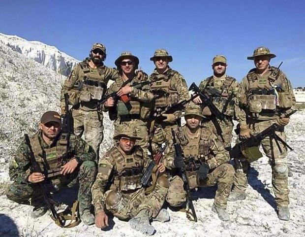 Гия Церцвадзе (справа) с боевыми товарищами