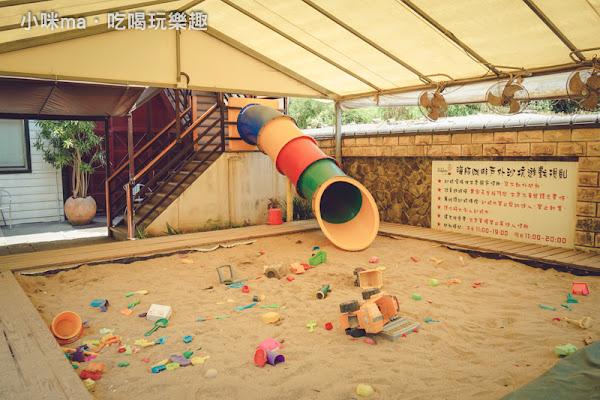 海豚咖啡。透明半空中廊道、0~10歲室內遊戲區、戶外沙坑 寶貝心中前三名好玩的親子餐廳。孩子放風 爸媽看海 三芝海岸景觀餐廳。