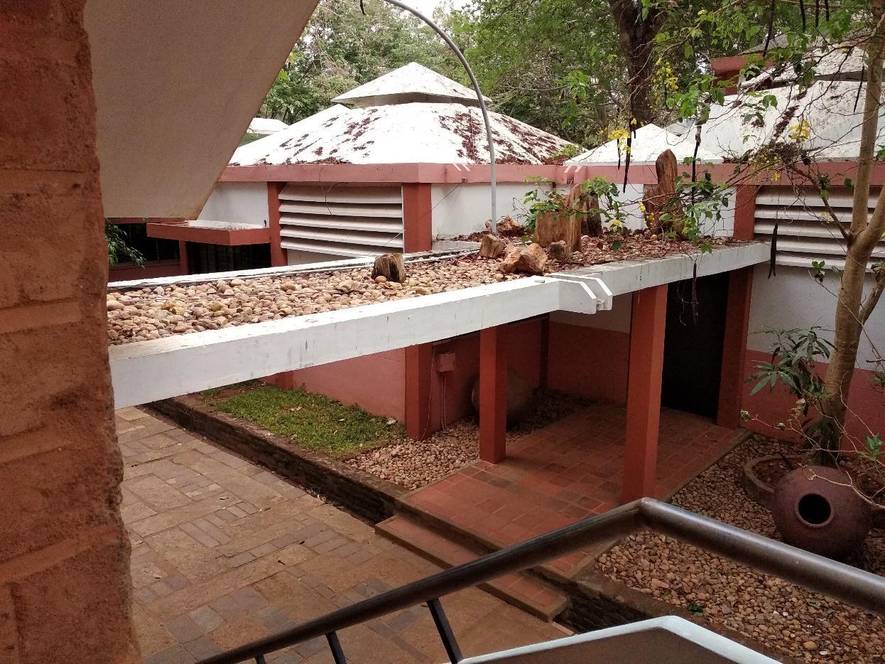 Beberapa single-based villas yang menggunakan atap berbentuk piramida