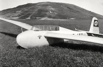 Photo: Kranich na letisku Spitzerberg / 1942  archív Viktora Sčasnoviča