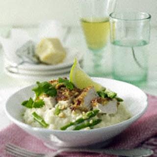 Hähnchenfilet mit Erdnuss-Koriander-Kruste auf Spargelrisotto