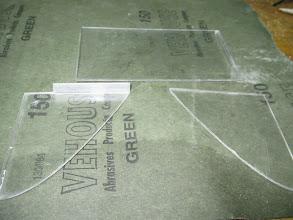 Photo: Las tres piezas, aprovecho uno de los laterales del cd, para que tenga más soporte.
