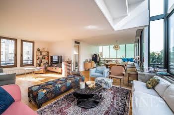 Appartement 8 pièces 220,24 m2