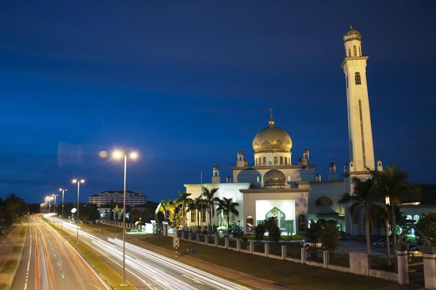 Masjid Al-Ameerah Al-Hajjah Maryam by Rashid Mohamad - Buildings & Architecture Places of Worship ( masjid al-ameerah al-hajjah maryam, light trail, jerudong, night, brunei )