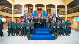 Foto de familia en la entrega de la Medalla de Honor de Roquetas de Mar.