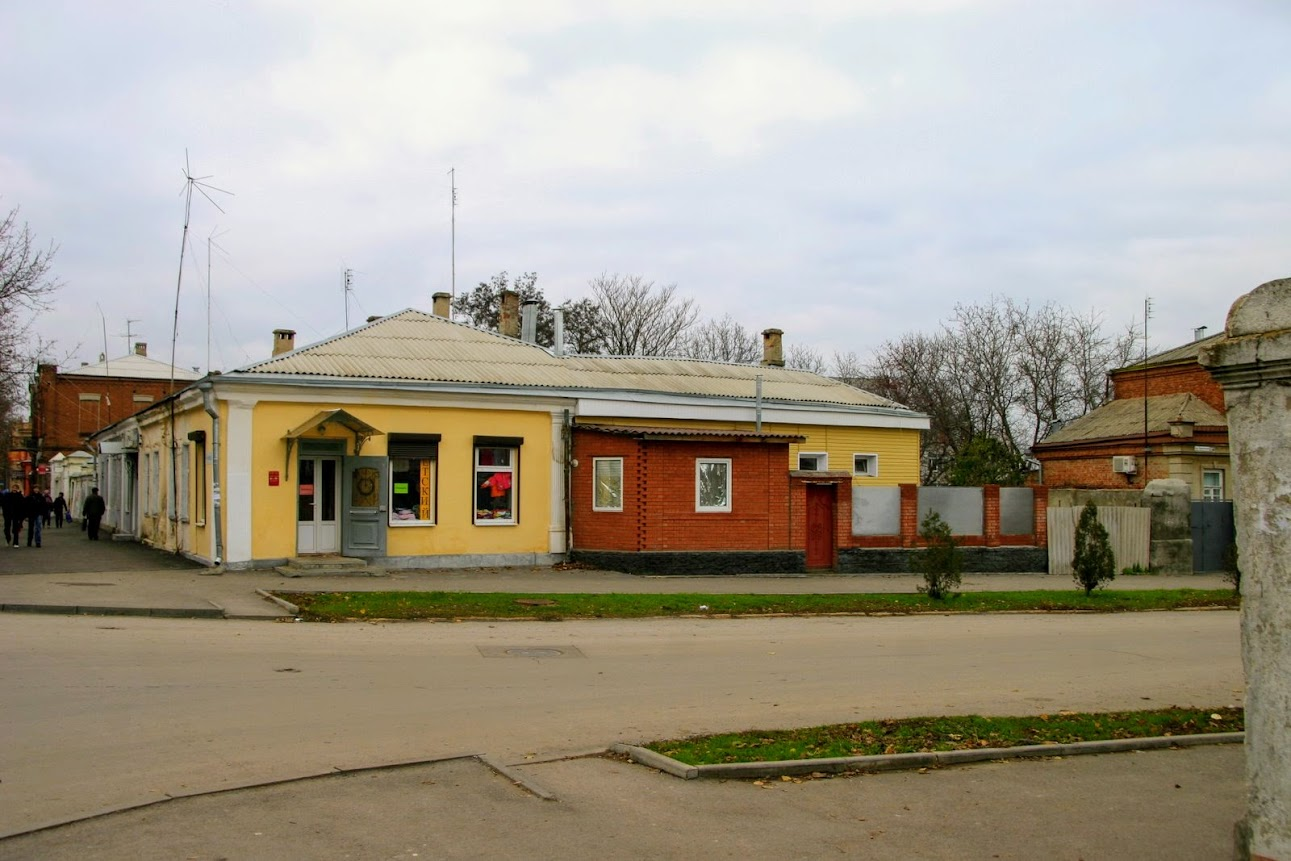https://sites.google.com/site/istoriceskijtaganrog/frunze-ulica/dom-32