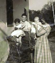 Photo: 1958, Reyes, Berto, Chuchi y en brazos Beatriz.