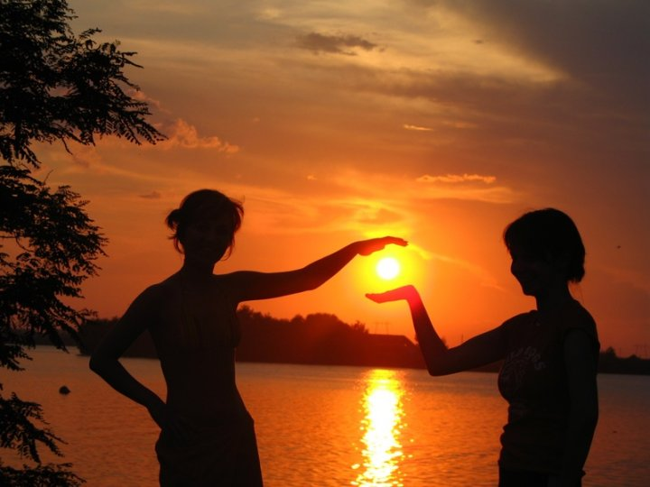Sunset in hand di mariophoto