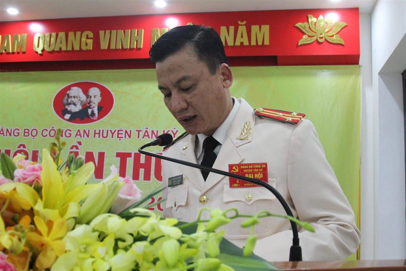 Thượng tá Phạm Vũ Cường - Bí thư Đảng ủy, Trưởng Công an huyện đọc diễn viên khai mạc