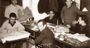 Los primeros mpleados en la oficina de la cooperativa en la alhóndiga del Mercado Central.