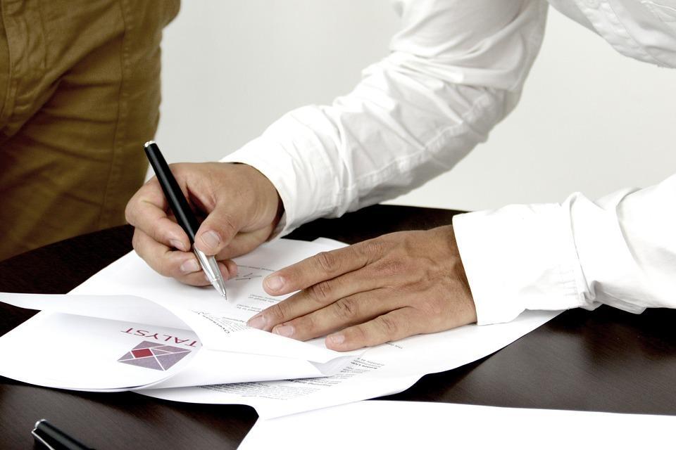 Firma, Contrato, Persona Que Firma Un Documento