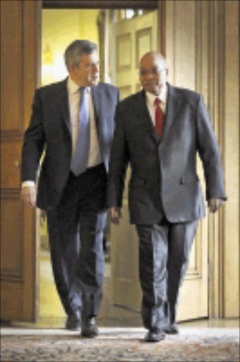 Britain's Prime Minister Gordon Brown (L) walks with South African President Jacob Zuma inside number 10 Downing Street, in London March 4, 2010. The South African President and his wife are on a three day state visit to Britain.   REUTERS/Peter Macdiarmid/Pool    (BRITAIN - Tags: POLITICS)